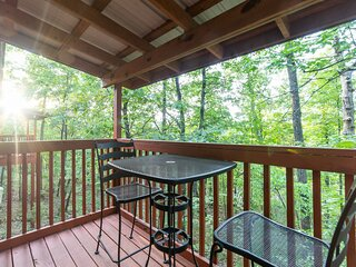 Cozy King Bed Cabin for Two with Fireplace, Whirlpool Tub, & Private Balcony