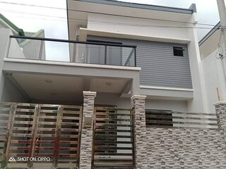 Luxury 3 bedroom, 3 bathroom house, with fast WiFi, in safe secure subdivision