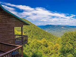 NOW BOOKING -  Majestic Heights - 4BR/3BA 3 level cabin with F/P and gameroom