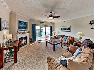 Bayfront Condo at Sunset Pointe | Pool & Private Balcony | Walk to Beach