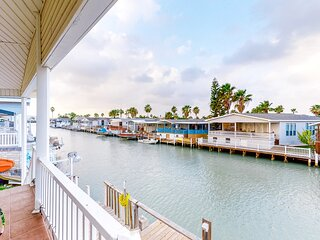 Beautiful waterfront home w/ private dock, shared pool/hot tub - 1 dog OK!