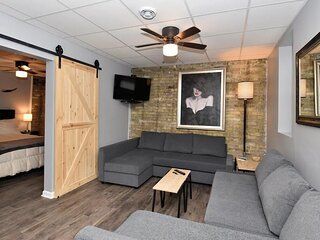 Modern Meets Vintage! Renovated 1 BR in Milwaukee