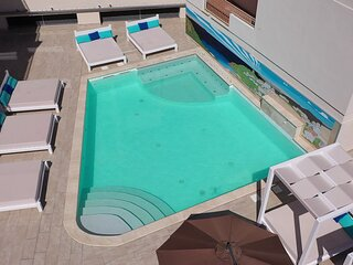 La Contessa B11 pool and seaview