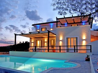 Alonissos 4-bedroom Large Villa With Private Pool
