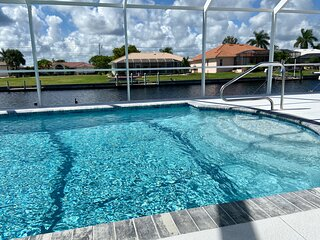 Beautiful Waterfont Pool Home PGI Oasis!!!