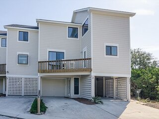 Vacation luxuriously in this newly renovated Wrightsville Beach town home!