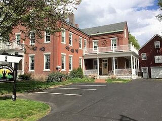 Coast of Maine House-1856 Shops Captains Mansion