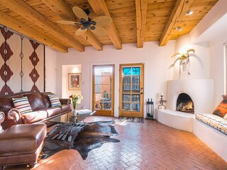 Serenidad - Delightful Vacation Home, Walk to The Plaza and Canyon Rd.