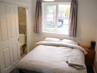 Double en suite room with wifi, TV & Netflix