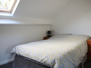 Private attic double en suite room TV wifi Netflix