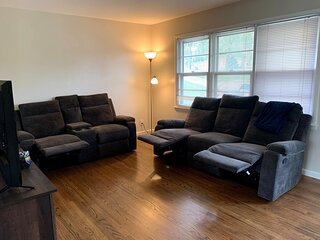 Spacious, cozy 2 bed home near the Stadiums!