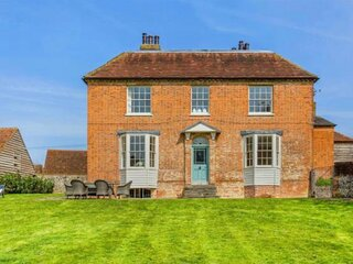Escape to the country ***Finest luxury*** Surrey Hills