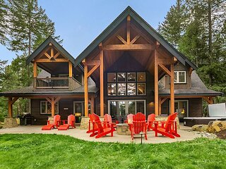 Perfect Retreat for multiple families! On the Golf Course | Hot Tub and more!