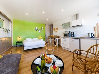CDG - Anis - 6eme . Ideally located 2 steps from the Vieux Port - Anis