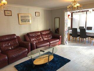 Lovely 3-Bed House in Farnham Royal Slough