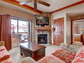 *FREE SKI RENTAL* Ski-In/Ski-Out Resort, Private Hot Tub, 4 King Suites + Ski Va