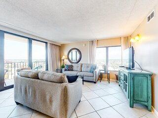 New listing! Gulf view condo in a beachfront building w/balcony & shared pool!
