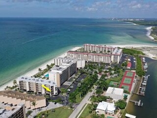 Gated, Gorgeous Gulf Front Condo with Private Beach, Pool, Tennis, Free Parking,