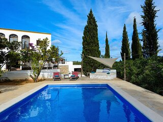 Villa - 6 Bedrooms with Pool and WiFi - 108702