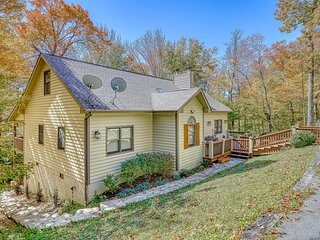 Bright, cheery cottage w/vaulted ceilings and luxury kitchen appliances
