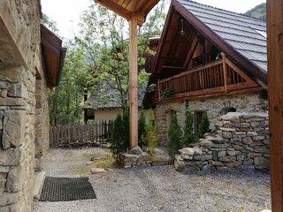 Petit et coquet  mazot pour 5 personnes, situé dans un hameau de montagne à Pra