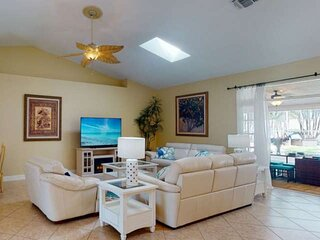 New Executive Listing. Heated Pool, Dog Friendly, Kayak Launch & Park, Private S