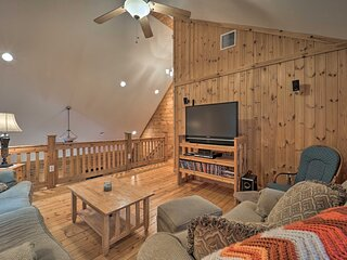 NEW! Secluded Cabin w/ Hot Tub Near Grandfather Mt