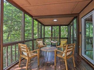 Saw Creek Cabin w/2 Decks & Resort Pool Access
