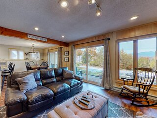 Inviting mountain view condo w/ fireplace - near Story Land!