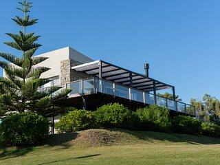 Ocean view House in Punta del Este! Walk to Beach