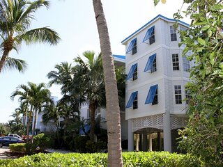 BEACH VACAY STARTS HERE! FOUR x 2BRs WITH OCEAN VIEWS, BALCONY, POOL, BBQ!