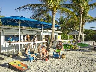 Beach Getaway! 1 Comfy 2BR Family Villa, 3 Pools, Tennis, Beach, Tiki Bar
