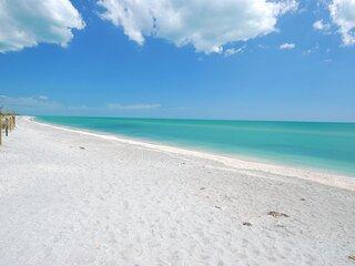 WHITE SAND BEACH ESCAPE! 1 COMFY 3BR VILLA, TENNIS, POOL, WATERSLIDES, PARKING