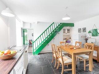 Gleesons Farmhouse - Cosy family home