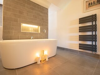 Dwellcome Home CONTRACTORS 44 Hartington SOUTH SHIELDS 4/5 Bedrooms