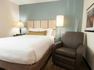 Ultimate California Stay! 2 Gorgeous Units, Free Parking, Fitness Center