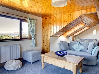 Modern Holiday Home in Moelfre near Beach