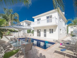 Hara Nissi 5, 3 Bedroom villa with Pool in Ayia Napa Center