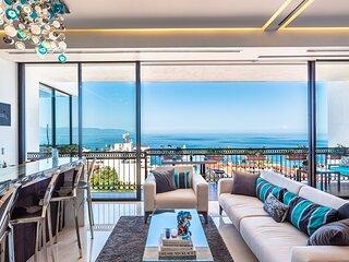 Pier 57-706 Spectacular Penthouse  Romantic Zone Ocean Views