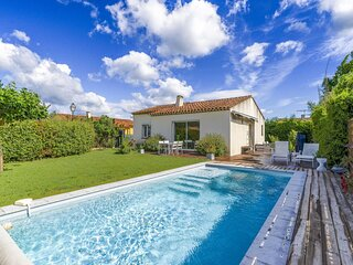 Quaint Holiday Home in La Roque d'Antheron with Pool