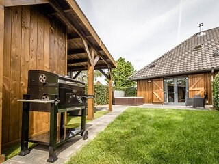 Holiday home, sauna & hottub, 4 km from Maastricht