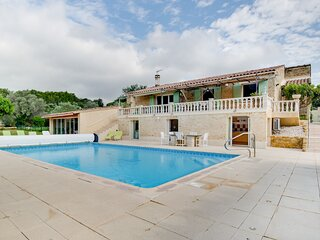 Large holiday home in Lagarde-Paréol with private pool