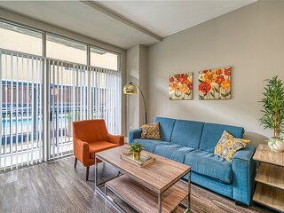 Kasa Atlanta | Campus 1BD/2BA + Den, Walk to Nightlife | Downtown