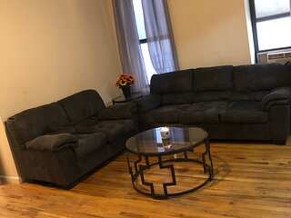 Cozy 1 Bedroom Steps Away From The 4 Train