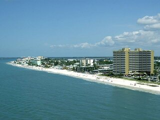 WONDERFUL1BR UNIT WITH GULF VIEW! ON THE BEACH, POOL, SPA!