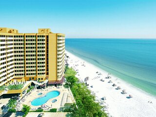 On The Beach, 4 Great Units! Beachfront Pool and Spa, Restaurant And Tiki Bar!