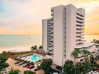 4 Fantastic Beach Front 1br Suite, Balcony, Direct Beach Access! Free Parking!