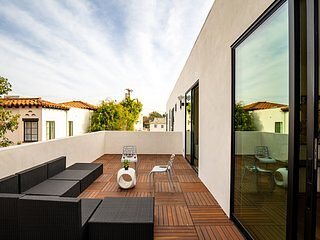 Modern house with indoor/outdoor seamless living flow in quite neighborhood, holiday rental in Beverly Hills