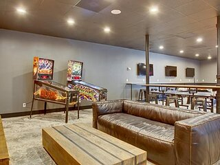 Kasa Austin | Contactless 2BD/2BA Private Units + Game Room | UT Campus