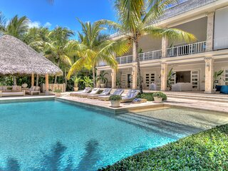 Imposing And Large Villa With Exclusive Golf Views In Punta Cana – DOM038